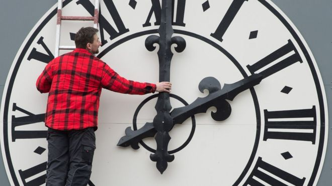 Clock changes: EU backs ending daylight saving time - BBC News