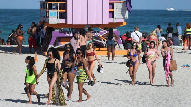 Banhistas em Miami