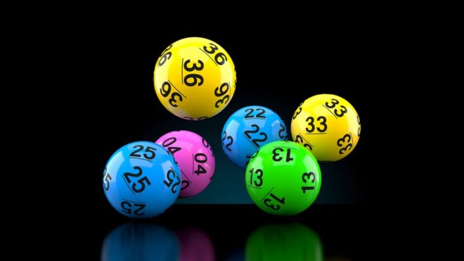 Если шар с числом 13 не выпадает много недель подряд, это не значит, что вероятность его выпадения высока