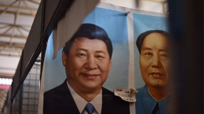 Pôster compara Xi Jinping a Mao Tsé-Tung