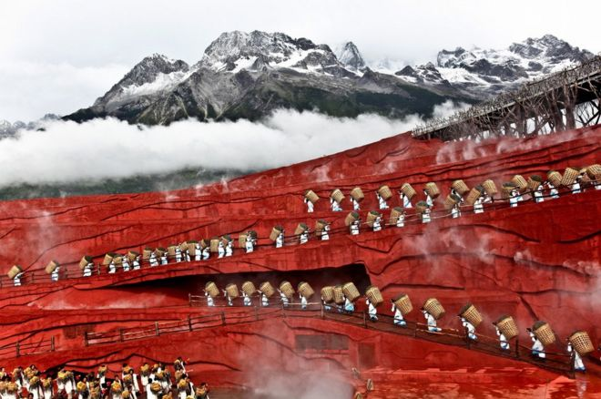 A play on a Chinese mountain