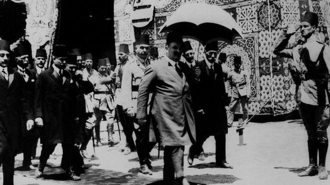 حكاية بيرم التونسي الذي حصل على الجنسية المصرية قبل وفاته بعام