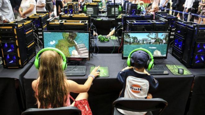 Minecraft ditches Super Duper graphics plan - BBC News