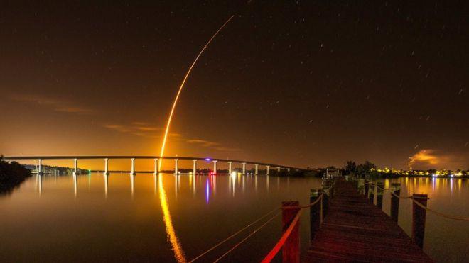 """Новый космический корабль Илона Маска """"Crew Dragon"""" отправился в первый полет"""