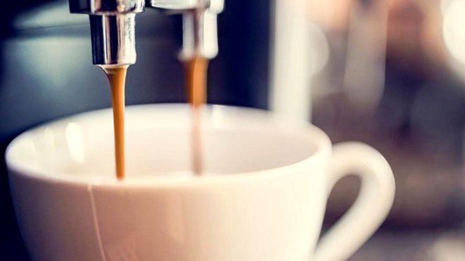 Как из этого ароматного напитка удалить кофеин?