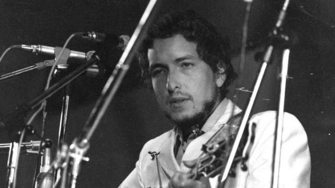 Seis Letras De Canciones De Bob Dylan Que Muestran La Poesía Por La