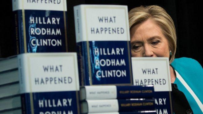 Buugga ay qortay Clinton oo ciwaankiisu yahay 'Maxaa Dhacay'