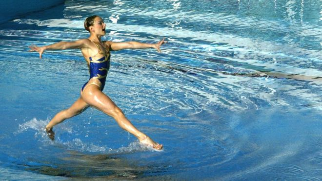 صورة لفريق السباحة الإيقاعية الأوكراني خلال أولمبياد 2004.