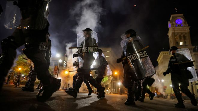 Agentes de la policía estatal de Kentucky en Louisville
