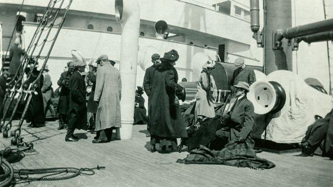 Sobrevivientes del Titanic a bordo del RMS Carpathia, que los rescató.