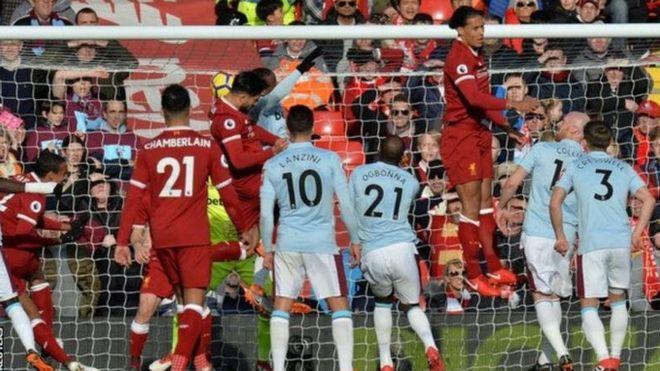 Mohamed Salah alifunga bao la lake la sita mfululizo na kuisadia Liverpool kupanda hadi nafasi ya pili katika jedwali la ligi