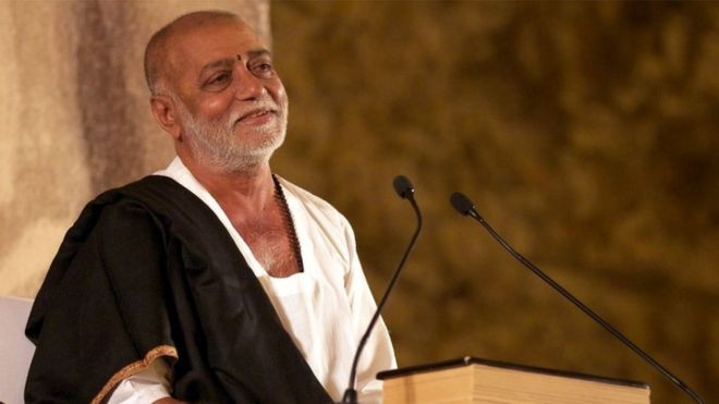 Why did artists including Kirtidan, Maybhai return Swaminarayan Sansthan Award?