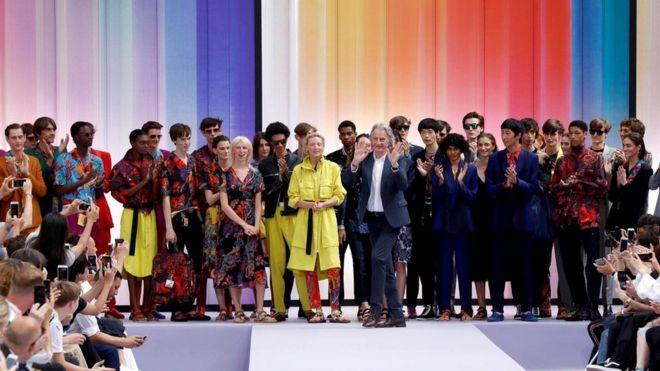 Дизайнеру одежды сэру Полу Смиту нравится шить яркие и свободные костюмы