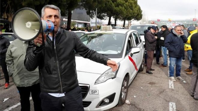 Uber services suspended in Barcelona - BBC News