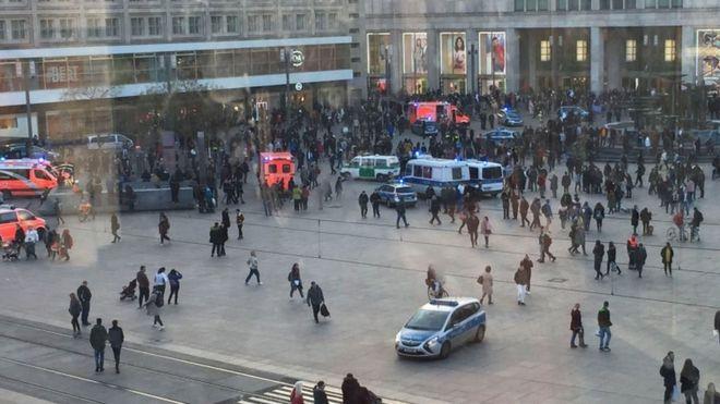 YouTube face-off: Berlin police break up mass brawl - BBC News