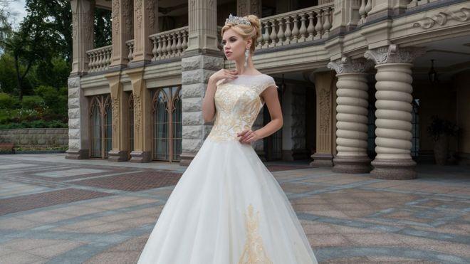 bfbf67d46ca Из Буковины в Африку  как украинское свадебное платье путешествует ...