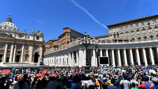 La Place Saint-Pierre au Vatican (Rome) en Italie.