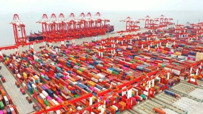 Xuất khẩu của Trung Quốc giảm, đặc biệt là sang Mỹ, trong cuộc thương chiến