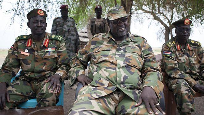 Le chef rebelle sud-soudanais Riek Machar dans un camp en 2014.