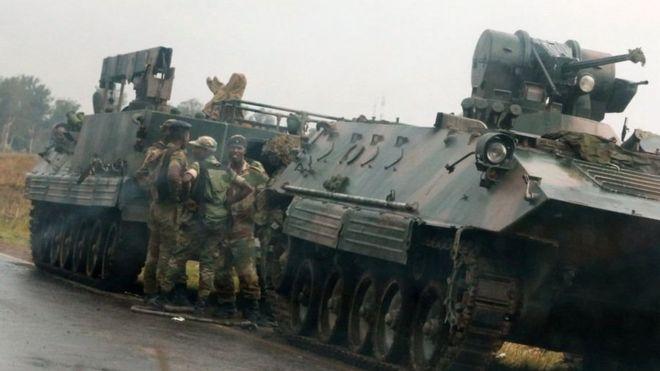 Wanajeshi wakiwa na silaha nzito wameoneakana wakirandaranda mjini Harare