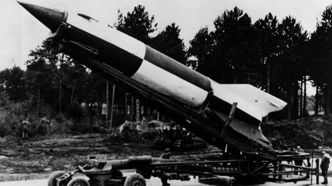 """Несколько немецких ученых, входивших в команду НАСА во время миссий """"Аполлон"""", раньше работали над созданием нацистских ракет Фау-2"""