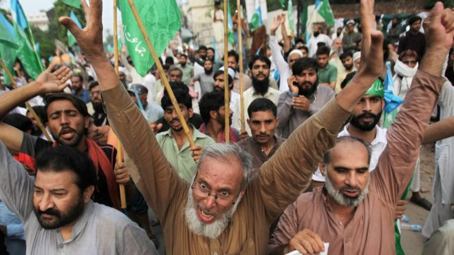 People chant slogans during a rally expressing solidarity with the people of Kashmir in Lahore, Pakistan August 6, 2019.