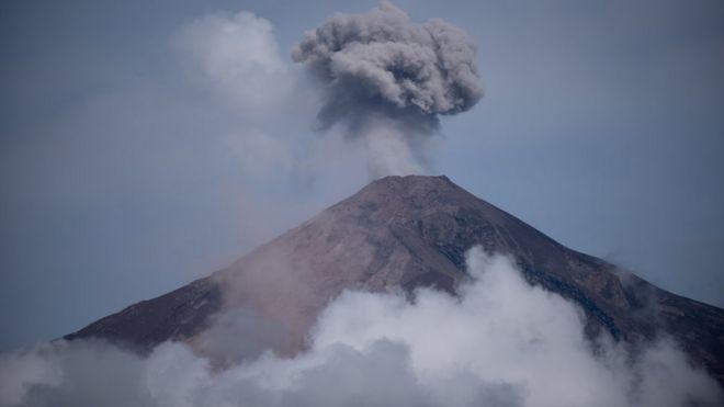 Vista del Volcán de Fuego tomada el 6 de junio desde San Juan Alotenango, en el municipio de Sacatepéquez.