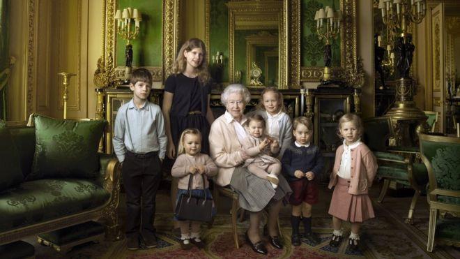 エリザベス英女王、90歳の記念に...