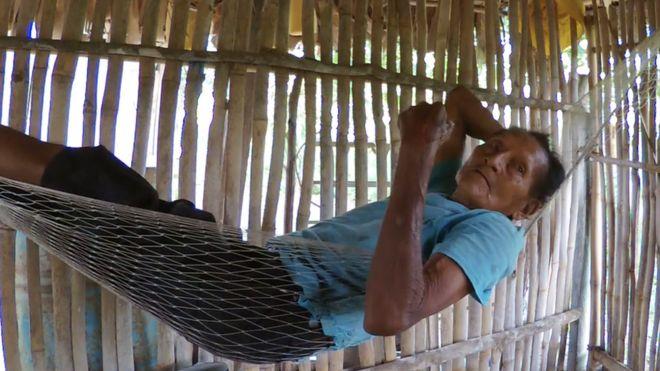 Sixto Muñoz en una hamaca