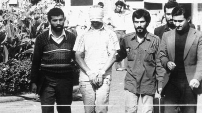 روز ۱۳ آبان ۱۳۵۸ عده ای از هواداران آیت الله خمینی به سفارت آمریکا در تهران حمله کردند؛ رهبر انقلاب گروگانگیری را «انقلاب دوم» خواند