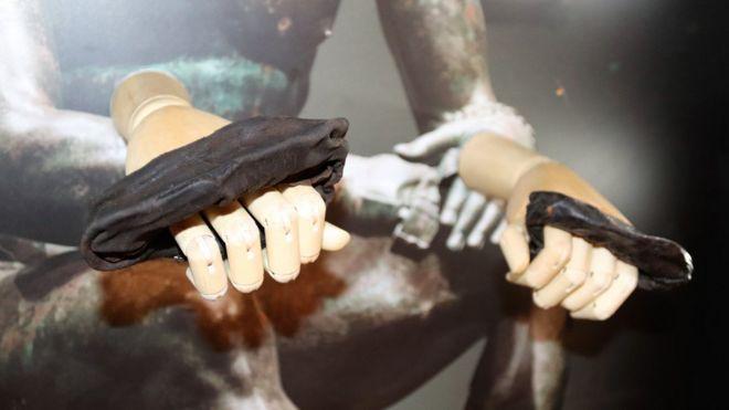 По мнению экспертов, кожаным боксерским перчаткам более двух тысяч лет. Фото: VINDOLANDA TRUST
