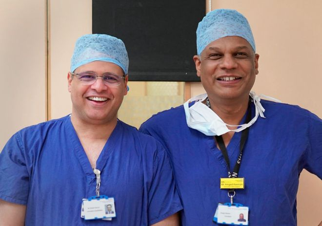 Amged El-Hawrani (right) with a colleague