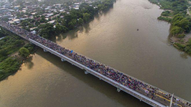 Caravana de migrantes de Honduras, em outubro de 2018