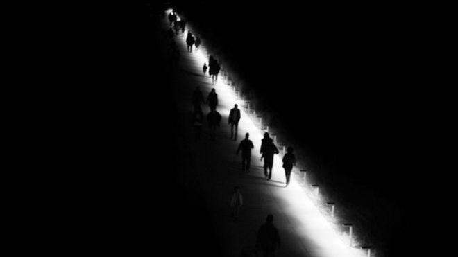 الطريق المظلم