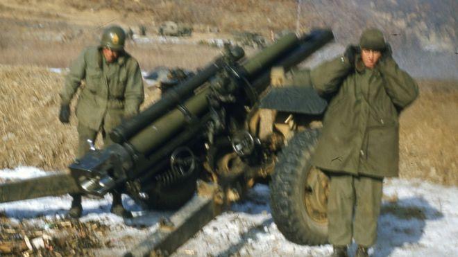 Soldados con un cañón
