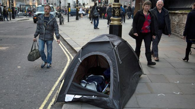 Homeless tent in middle of London city street & Should homeless people be given tents? - BBC News