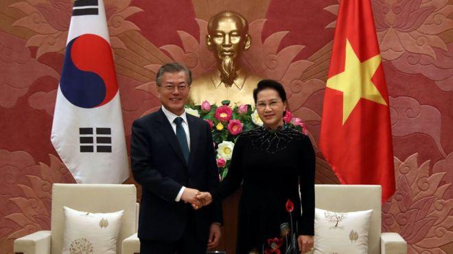 Chủ tịch Quốc hội Việt Nam Nguyễn Thị Kim Ngân tiếp đón Tổng thống Hàn Quốc Moon Jae-in hồi tháng 3/2018