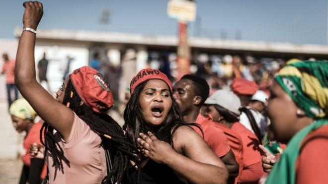 Na África do Sul, os trabalhadores participaram de um comício ao norte da cidade de Durban, organizado pelo maior sindicato do país.