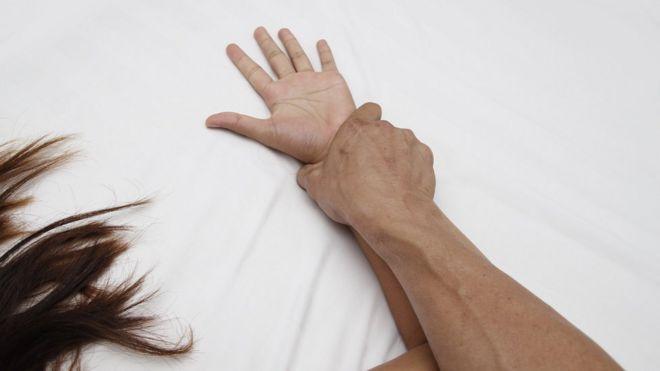 İngiltere'de erkeklerin cinayet davalarında 'sert seks' savunması kullanmaması için kampanya başladı