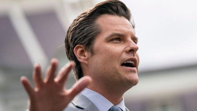 Congressista Matt Gaetz fala a jornalistas na saída da Casa Branca