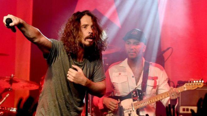 Эксперты установили, что вокалист Soundgarden повесился - Фото