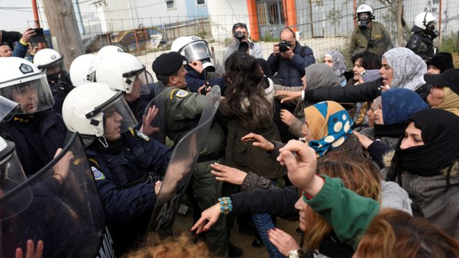 Greek police clash with migrants after 'fake news' border movement