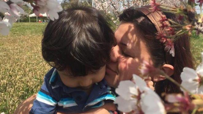 Alessandra Higashi e o filho