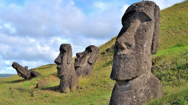 Easter Island, Rapa Nui: Moais, typical statues from Easter Island, monolithic human figures