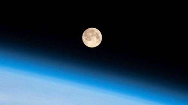 Так Луна выглядит с борта МКС