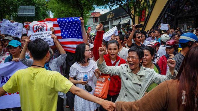 Người dân Sài Gòn xuống đường biểu tình phản đối dự luật Đặc khu hôm 10/6.