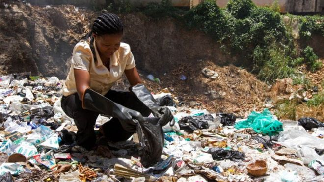 A UN representative picks out polythene bags from a dump site near the Old Town of Mombasa (05 February 2013)
