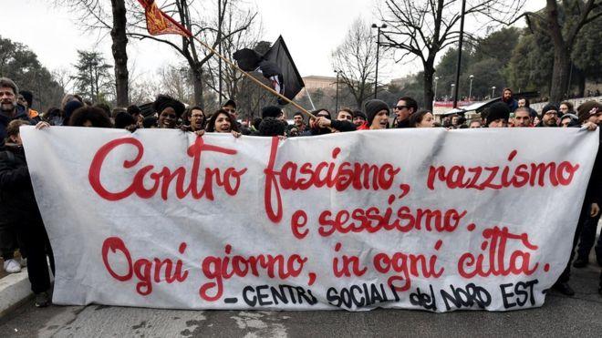 İtalya'da ırkçı saldırı sonrası faşizm karşıtı büyük gösteri