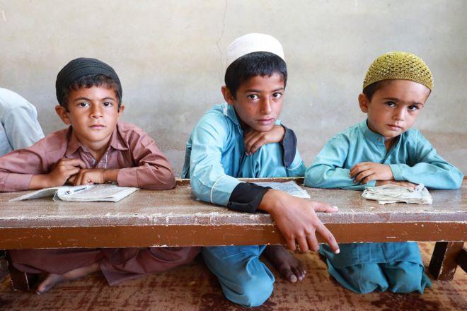 شاگردان یک مدرسه در بریس بالا (استان سیستان و بلوچستان)