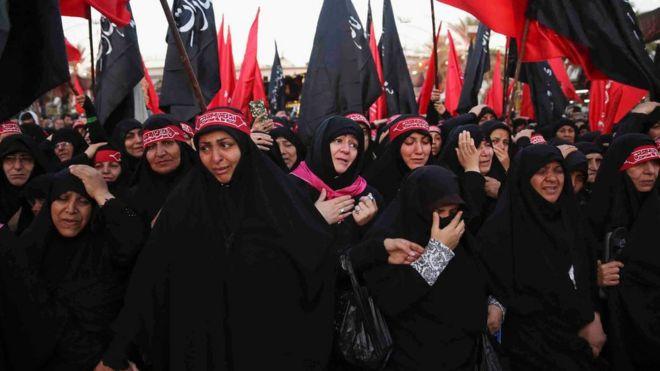 تشارك النساء أيضا في هذه الشعائر بالنواح والبكاء حزنا على مقتل الحسين